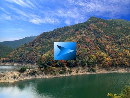 奈良の紅葉 川 と 紅葉と 青空 と