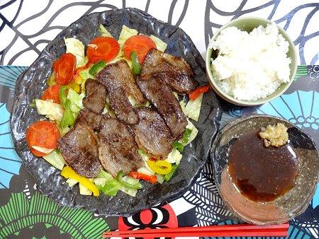 Nantonaku 朝からお肉