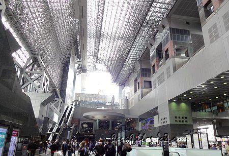 2021 3-25 京都駅 は まあまあの賑わい