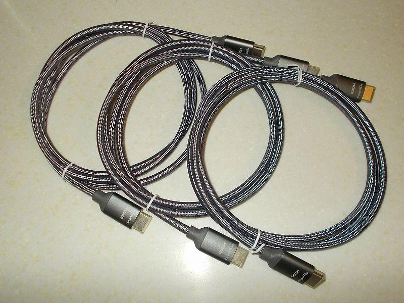 エルゴトロン LX モニターアームのクランプをフレーム付きワークテーブルに固定した時のメモ、エルゴトロン LX モニターアーム - ケーブル収納用カラビナストラップとカラビナ D リング、Amazon ベーシック プレミアム HDMI ケーブル(網組コード付き) 1.8m ダークグレー 3本開封
