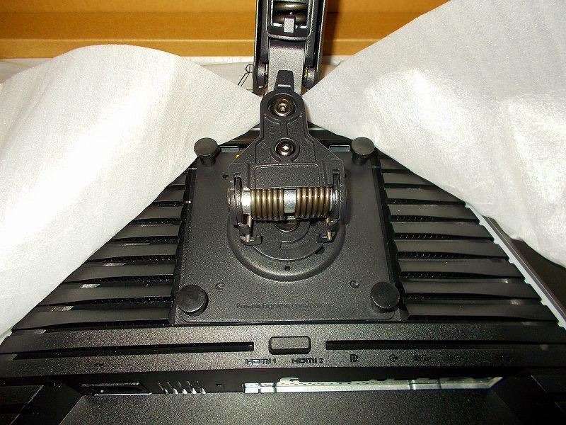 DELL 27インチ WQHD 165Hz 対応ゲーミングモニター S2721DGF を購入しました、DELL 27インチゲーミングモニター(WQHD、165Hz 対応) S2721DGF 購入、DELL 27インチゲーミングモニター S2721DGF にエルゴトロン LX モニターアーム装着とカラビナ D リングを使ったモニターケーブル収納、エルゴトロン LX モニターアーム付属手回しネジで VESA マウント固定