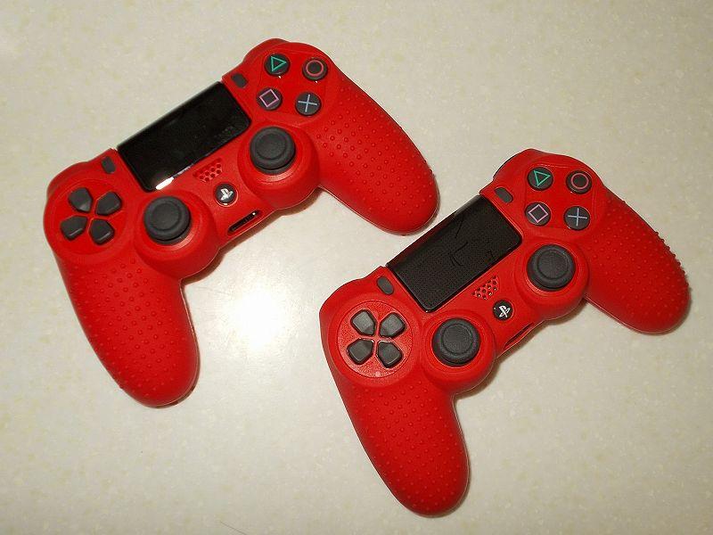 DUALSHOCK 4 ワイヤレスコントローラーの購入と操作を快適にする便利なアイテムをまとめてそろえてみました、PS4 シリコンコントローラーカバー レッド 購入、DUALSHOCK 4 ワイヤレスコントローラー マグマ・レッド CUH-ZCT2J11 に PS4 シリコンコントローラーカバー レッド装着(表面)