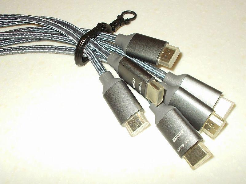 エルゴトロン LX モニターアームのクランプをフレーム付きワークテーブルに固定した時のメモ、エルゴトロン LX モニターアーム - ケーブル収納用カラビナストラップとカラビナ D リング、ケーブル収納用カラビナ D リング購入、開口部(ゲート)からケーブルを入れれば 6本相当まで可能、ただし、取り出しにくくなるため取り出すことを前提とすると ケーブル 4本程度までがケーブル収納の許容範囲
