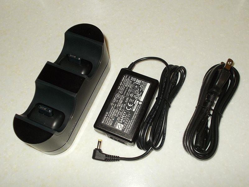 DUALSHOCK 4 ワイヤレスコントローラーの購入と操作を快適にする便利なアイテムをまとめてそろえてみました、DUALSHOCK 4 充電スタンド CUH-ZDC1J 購入、開封、内容品:充電スタンド、AC アダプター、電源コード