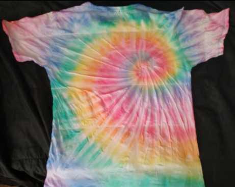 タイダイ染めTシャツ作り方After-drying-a-tie-dye-t-shirt