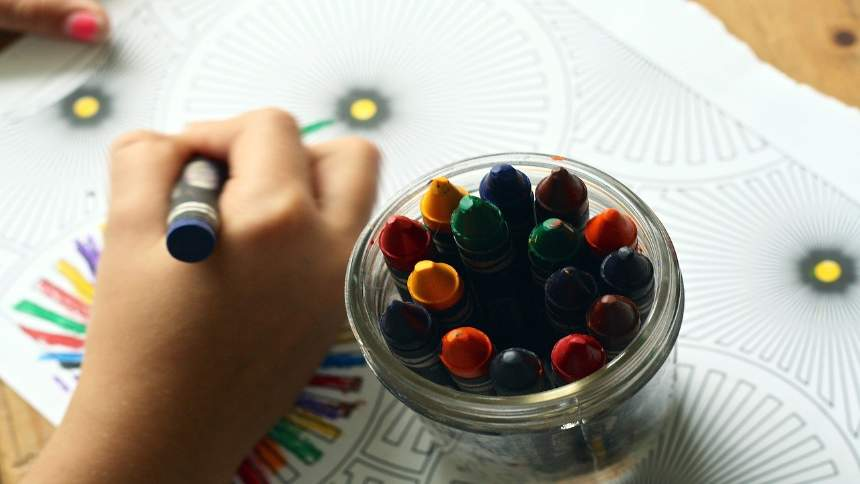 Drawing-with-crayons