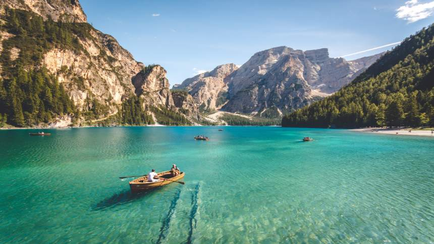 Sunnyday-at-a-lake