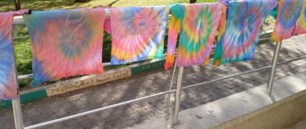 タイダイ染めTシャツ作り方Tie-dye-T-shirts-drying