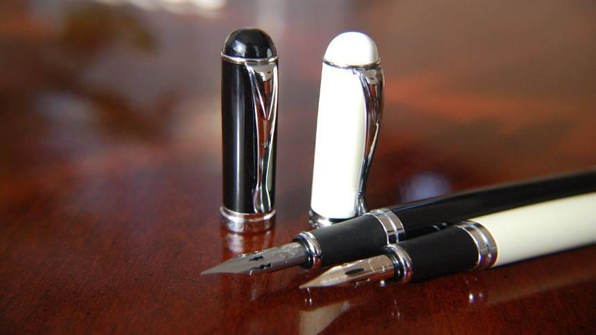 pens-on-the-desk