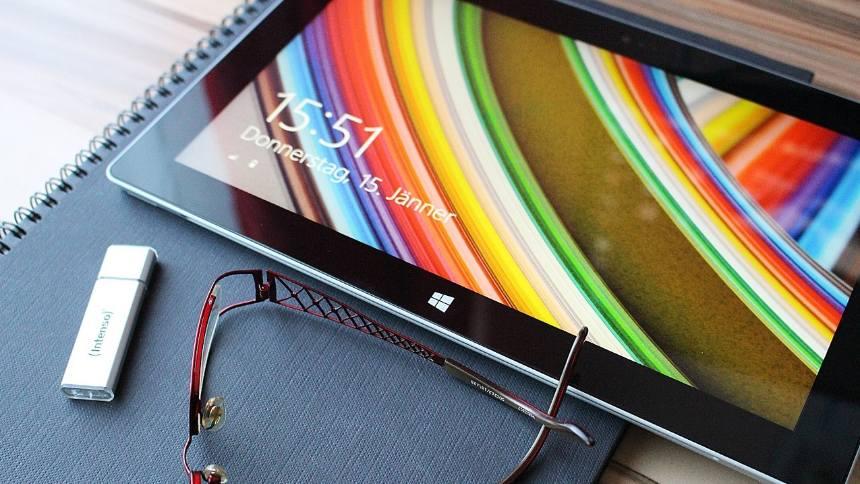 tablet-on-the-desk