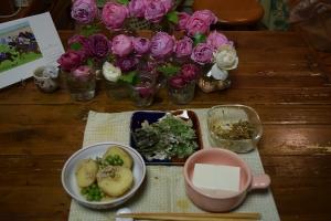 バラの前の山菜天ぷらもどき