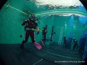 ダイビング器材の使い方,ドライスーツの使い方練習 (10)