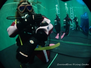 ダイビング器材の使い方,ドライスーツの使い方練習 (11)