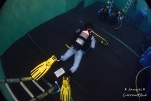 初めてのドライスーツ使い方を練習 (9)