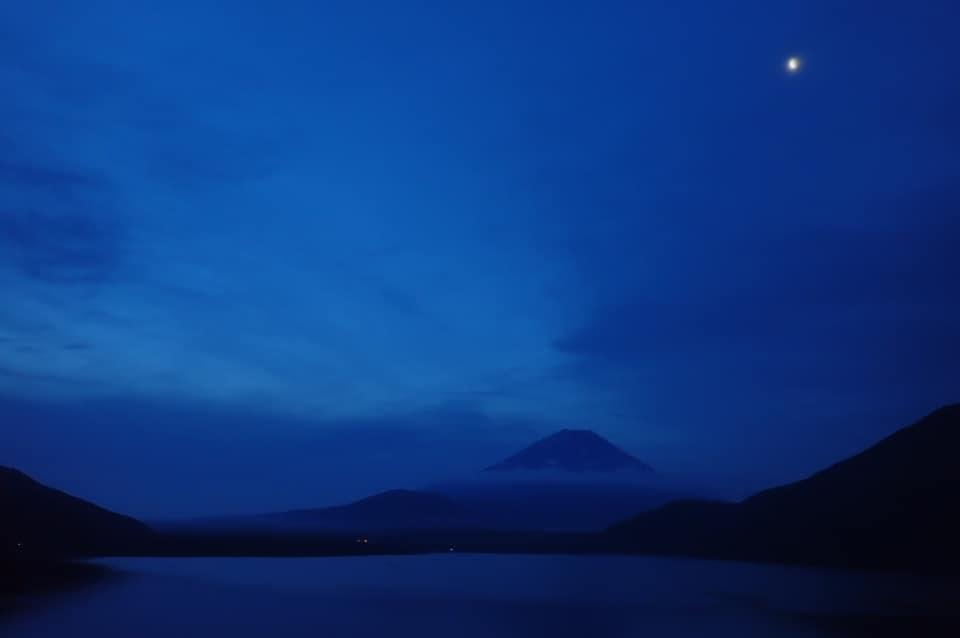 本栖湖夜明け
