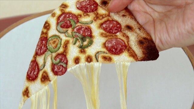 チーズ刺繍ピザ