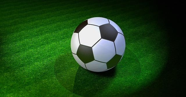 サッカーボールと芝フリー素材
