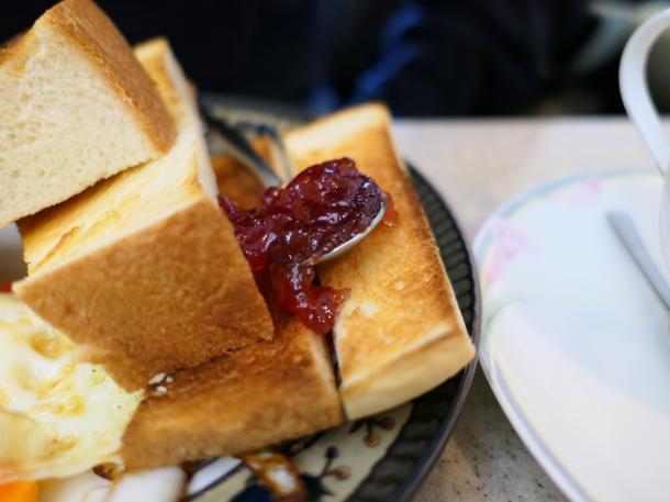 トーストにジャム