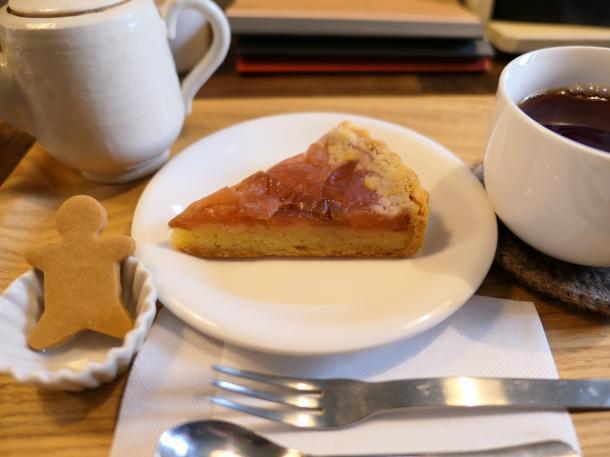 紅玉リンゴに紅茶セット