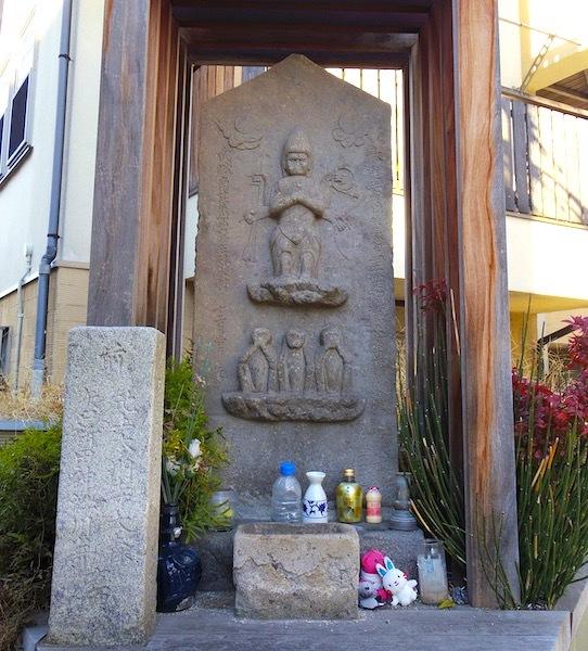 「ぬめり坂の庚申塔と道標」2