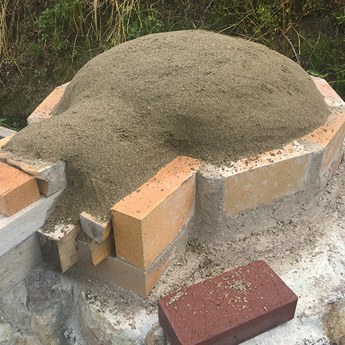 【DIY】畑にピザ窯とコンロを作る!⑤ ~ピザ窯のドームは耐火セメントで作る~⑤