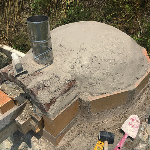 【DIY】畑にピザ窯とコンロを作る!⑤ ~ピザ窯のドームは耐火セメントで作る~⑪
