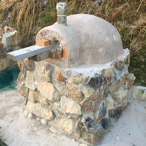 【DIY】畑にピザ窯とコンロを作る!⑤ ~ピザ窯のドームは耐火セメントで作る~⑮