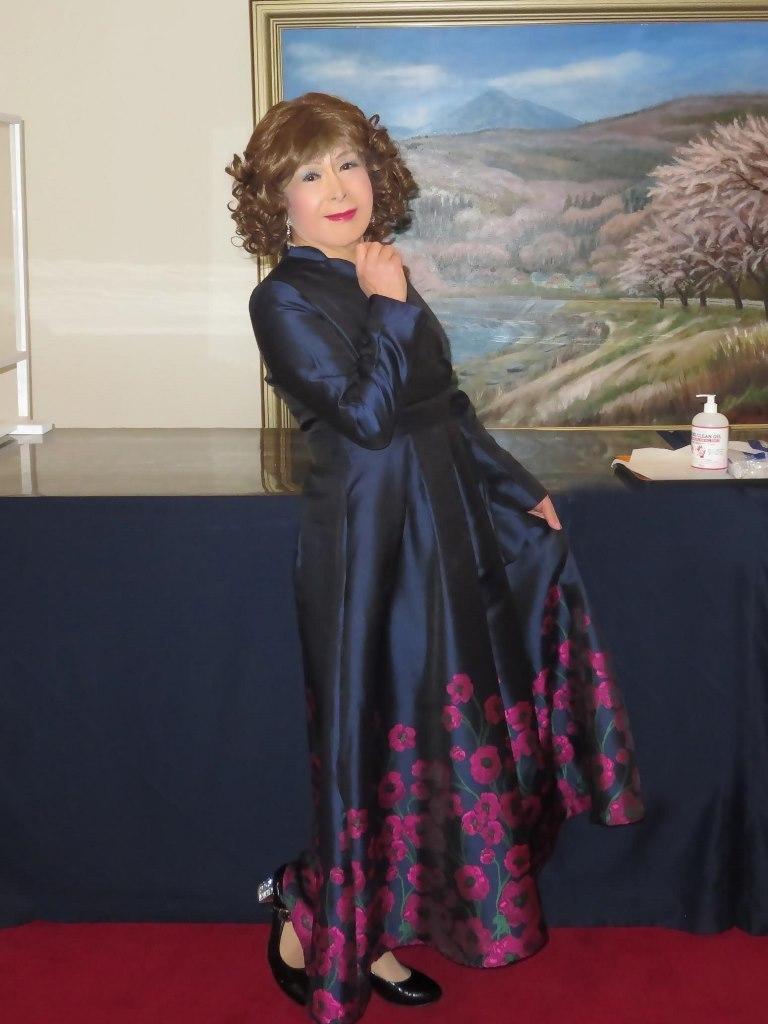 裾が花柄の濃紺ドレスA(3)