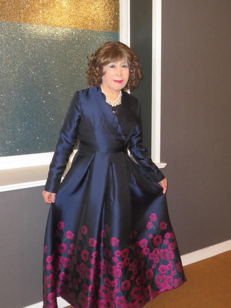 裾が花柄の濃紺ドレスA(4)