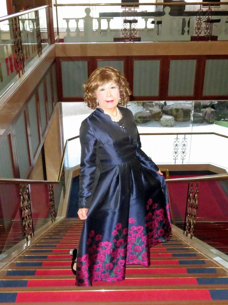 裾が花柄の濃紺ドレスA(7)