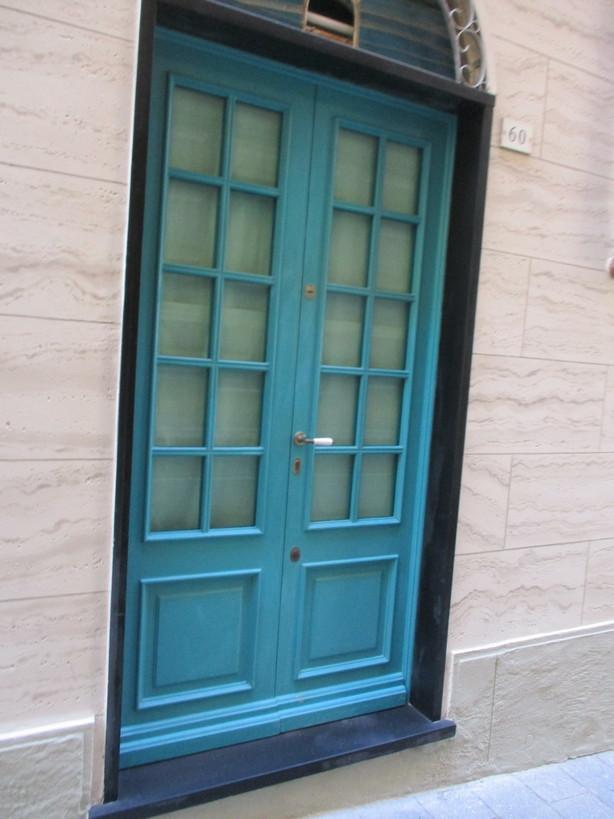 porta_azzurro210320