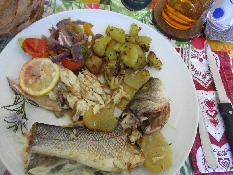branzini_al_forno_con_patate_e_al_cartoccio_con_verdure11_210404