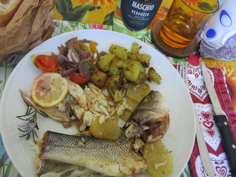 branzini_al_forno_con_patate_e_al_cartoccio_con_verdure12_210404