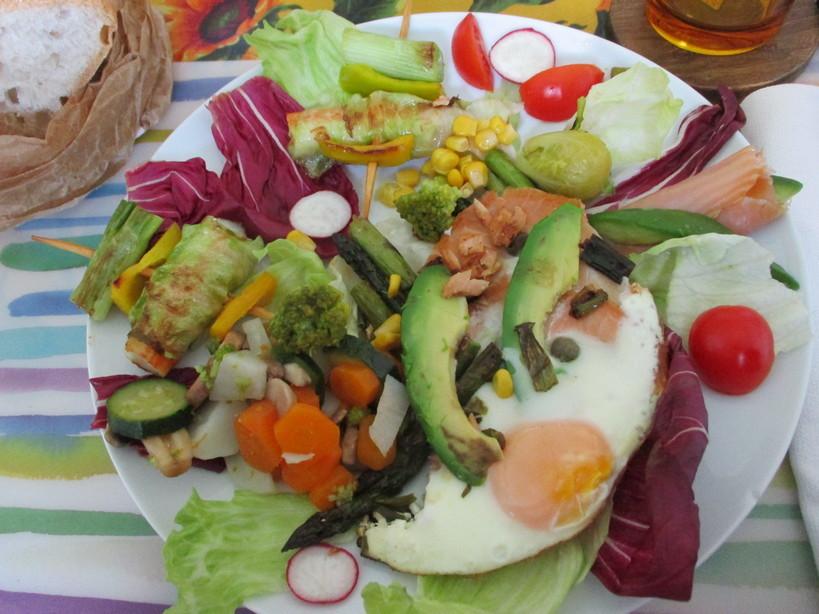 asparagi_salmone_avocado_medamayaki_surimi_con_latuga_a_spiedine4_210419