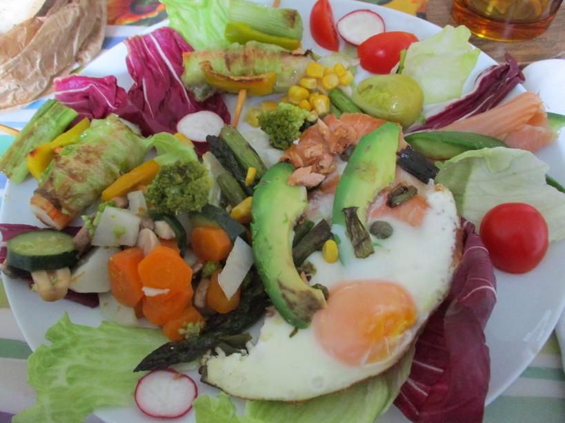 asparagi_salmone_avocado_medamayaki_surimi_con_latuga_a_spiedine6_210419