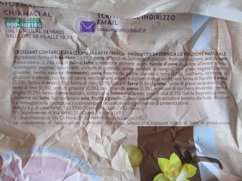 croissant_con_7cereali_e_crema_con_gelato_fior_di_latte_fragole_mirtilli7_210512