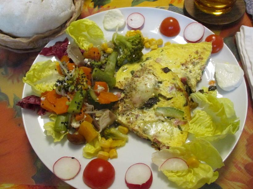 frittata_con_prosciutto_cotto_asparagi_zucchini_cipolotto_mozzarella4_210514