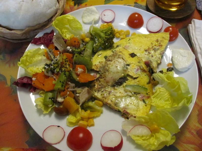frittata_con_prosciutto_cotto_asparagi_zucchini_cipolotto_mozzarella5_210514