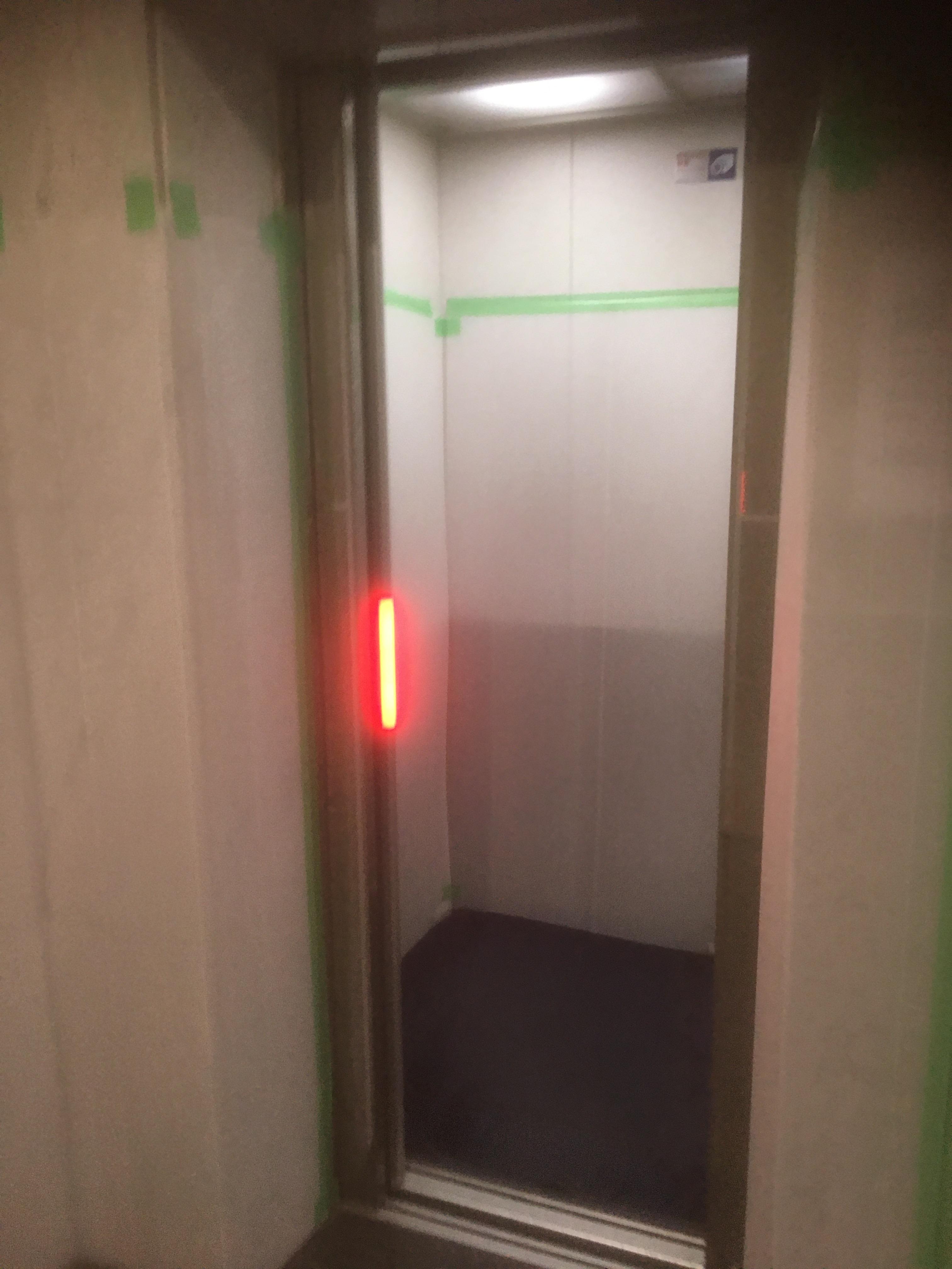 エレベーター付近の養生