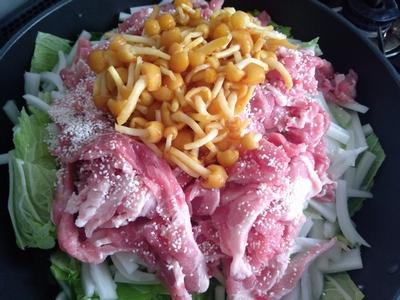 白菜と豚肉のなめこ蒸し1