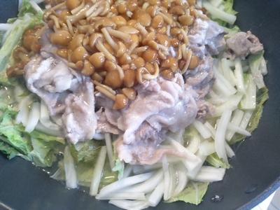 白菜と豚肉のなめこ蒸し3