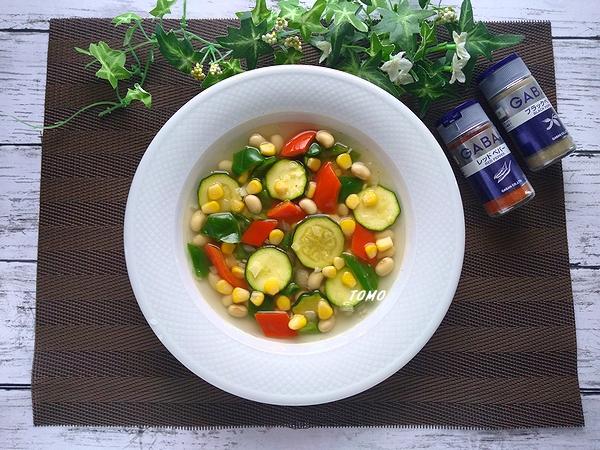 ズッキーニと水煮大豆のメキシカンスープ