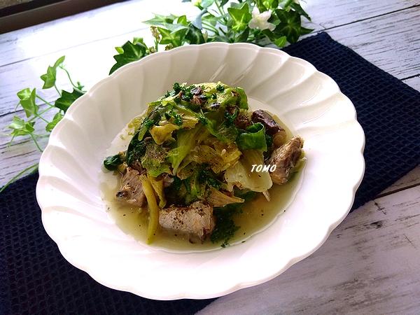 ニンニク香る♪群馬県産レタスとサバ水煮缶のコンソメ煮
