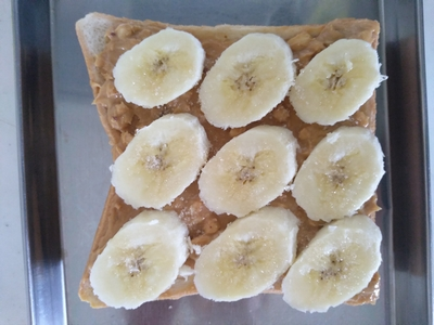 ピーナッツバターとバナナのシナモントースト