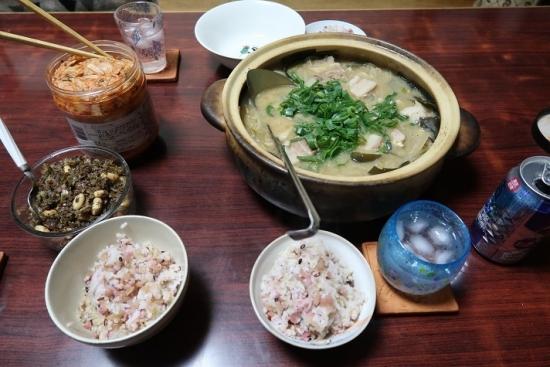 赤カブの菜飯 豚の味噌鍋 赤カブの茎と揚げ湯葉ピーナッツの胡麻油炒め