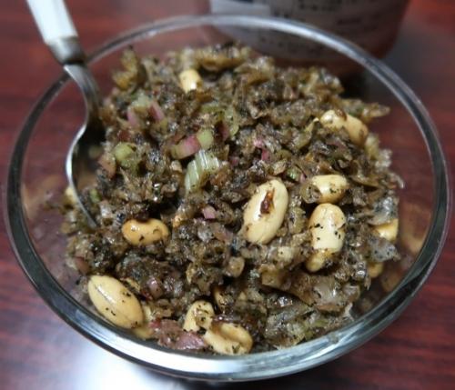 赤カブの茎と揚げ湯葉とピーナッツの胡麻油炒め