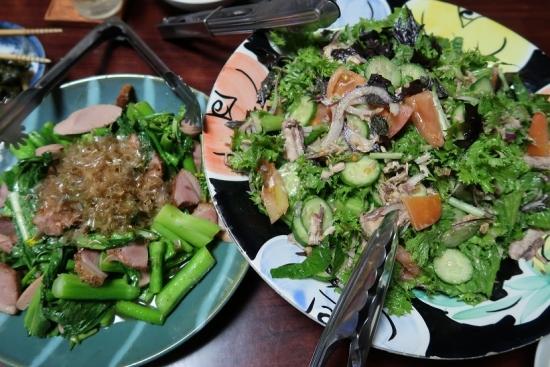 アスパラ菜と合鴨燻製炒め、さば缶とわさび菜と春菊のサラダ
