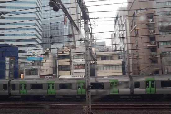 東海道新幹線の車窓から 山手線