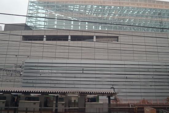 東海道新幹線の車窓から 国際フォーラム