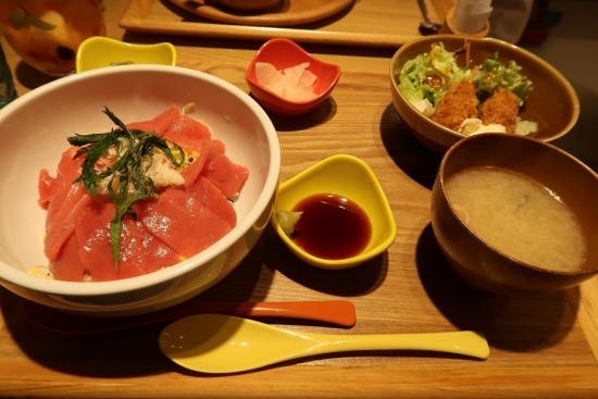 本まぐろと本ずわい蟹の2色丼